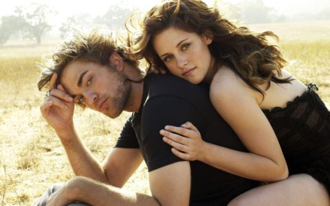 Robert Pattinson avoids Kristen Stewart